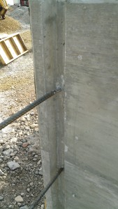 continuous steel reinforcement in a concrete wall